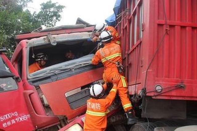漳平:三部大货车连环撞 多警联动抢救受伤司机