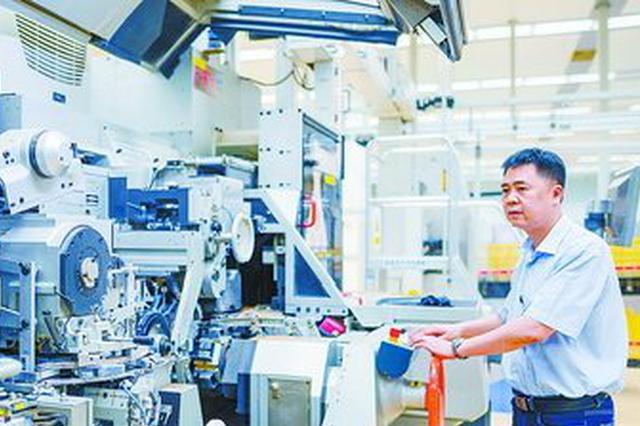 厦维修技师陈跃全自学成才 曾赴菲律宾徒手修好机器
