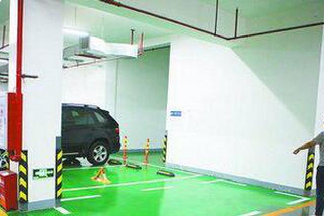 厦门:小区物业私画车位挡住消防门 部分停车位已擦除
