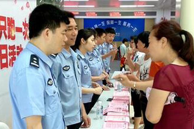 """福州警方本月起全面实行出入境证件""""只跑一次"""""""