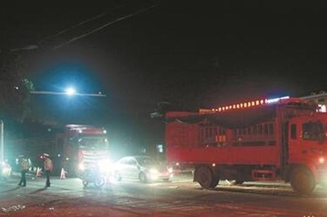 泉州一男一女路口等红绿灯 货车瞬间撞来两人当场死亡