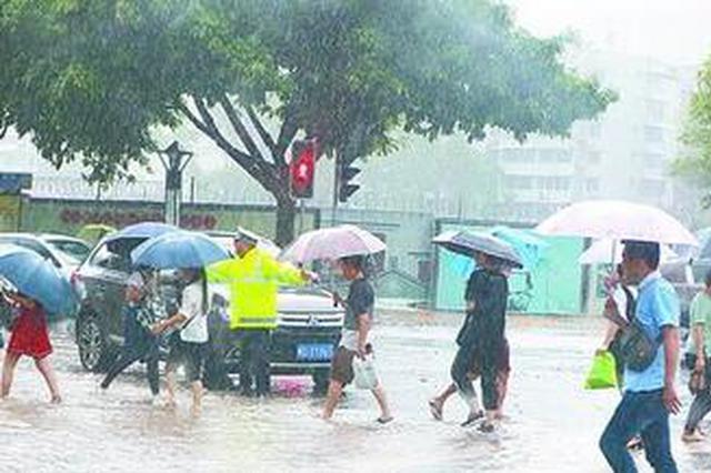 上午厦门发布暴雨红色预警 各区启动防暴雨应急响应