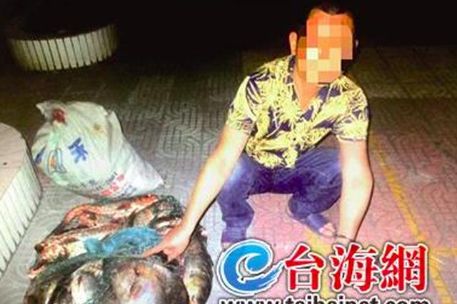 漳州一男子半夜偷捕公园里的鱼 鱼没下锅手铐就来了