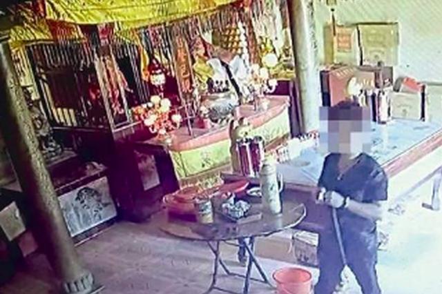 漳州一男子用双面胶频偷寺庙香油钱 称无聊想找刺激