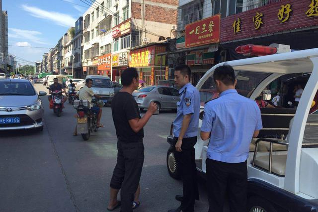 6岁男童在漳州街上迷路,龙文警方帮忙找父母
