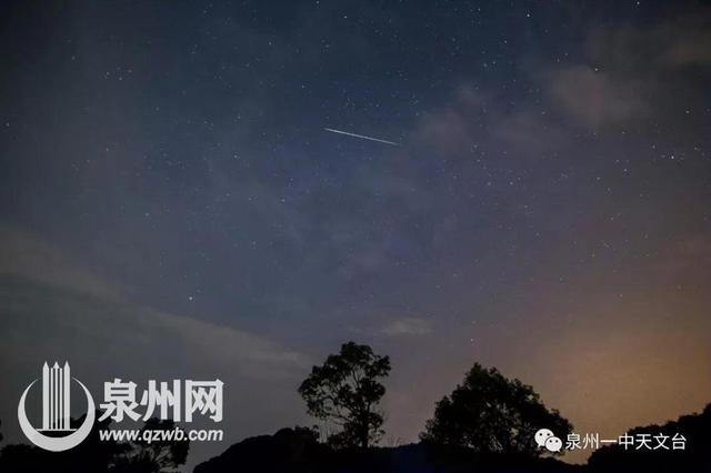 泉州天文爱好者拍到流星跳舞 划落轨迹呈波浪形