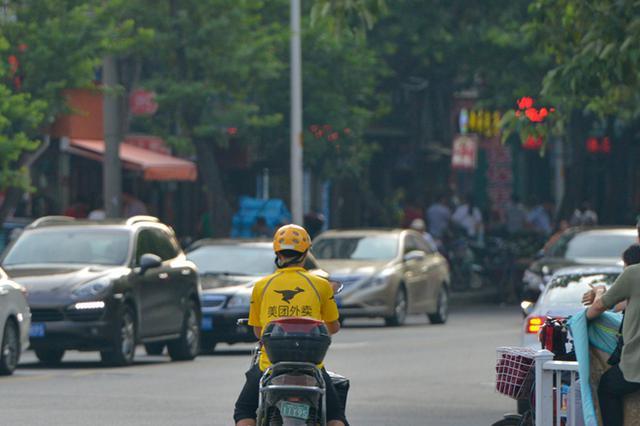 福州整治快递外卖车违法 严管促进配送人员遵章守法