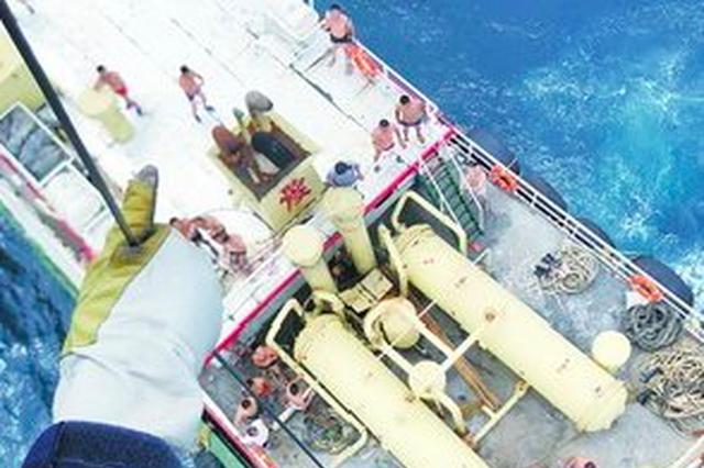 """渔船船员疑高血压昏迷 """"东二飞""""急赴温州外海救人"""
