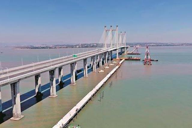 """福厦客专泉州湾跨海大桥主栈桥贯通 如白色""""巨龙"""""""