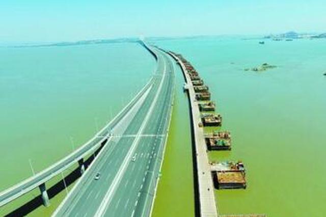 福厦高铁泉州湾跨海大桥主栈桥贯通 海上施工全面展开