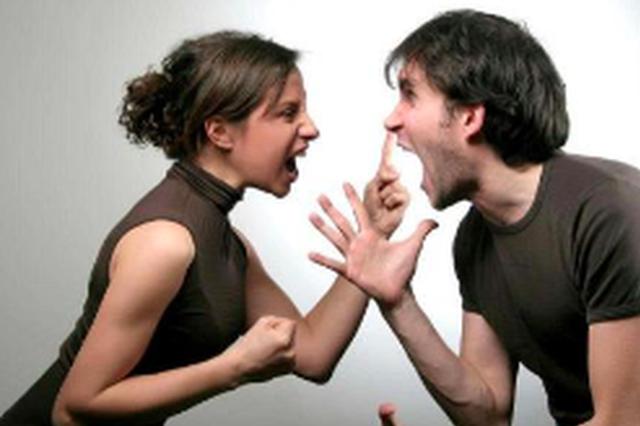 漳州:夫妻俩吵架丈夫赌气开车 不慎碾死妻子