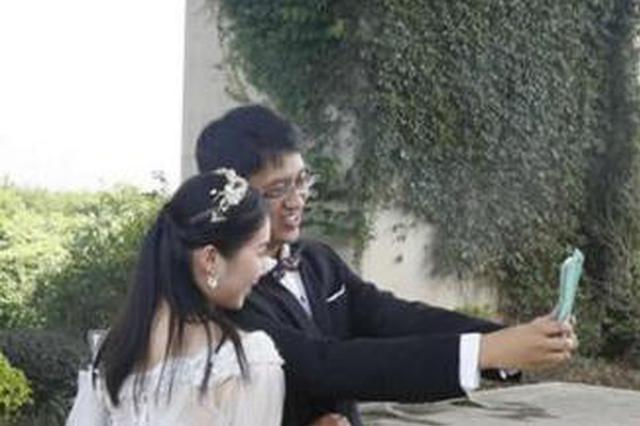 福州花海公园拍免费婚照 百对新人秀恩爱(图)