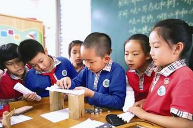 厦门多个小学开启校园科技节 玩转科技孩子们嗨翻天