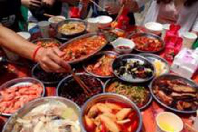 漳州一男子邀请女生吃宵夜被拒 在楼道内放火