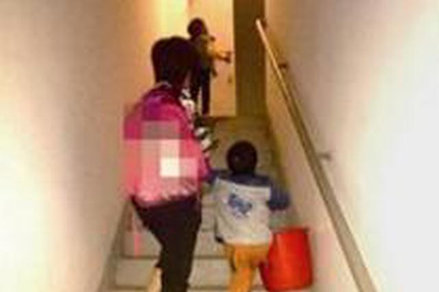 """漳州一小區電梯壞了20多天 900住戶被當""""爬友"""""""