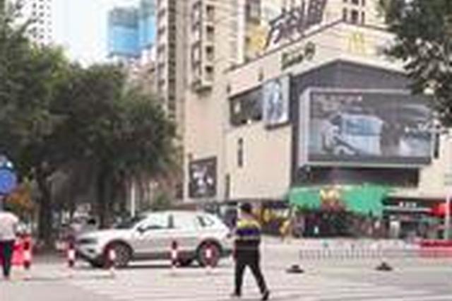 漳州一商場路口沒紅綠燈 上下學高峰期經常發生事故