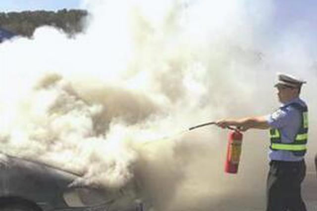 廈門一商務車自燃被及時撲滅 再遲些油箱或爆炸