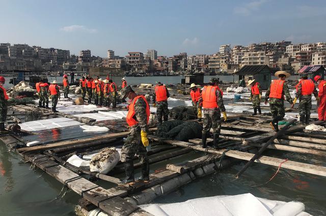 福建泉港碳九泄漏事件直击:受污染海域仍在清理