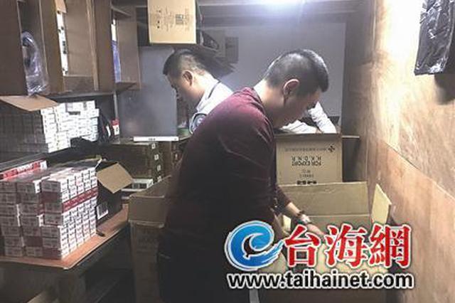 """特产店售卖走私烟 厦民警""""猫捉老鼠""""查获上万条香烟"""