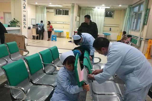 """给候诊椅子""""穿棉衣""""!福州这所医院让患者暖心"""