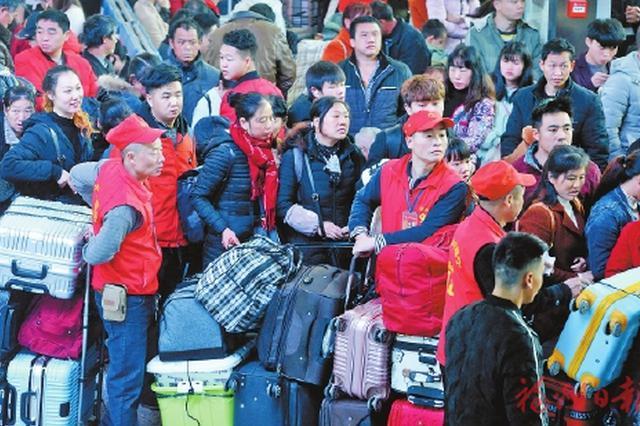 春运首日福州火车站发送旅客8万人次 轻便快捷更贴心