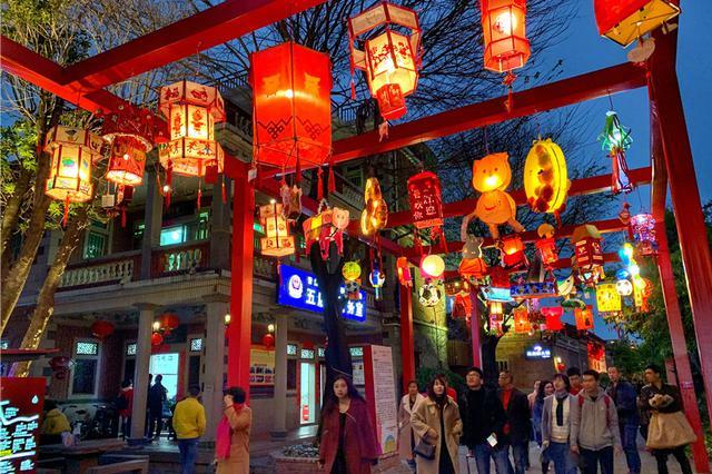 晋江五店市:传统古街区3000余盏花灯璀璨闹元宵
