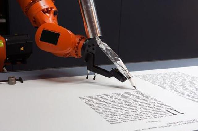 """泉州学生购""""写字机器人""""赶作业 1分钟40字还能画图"""