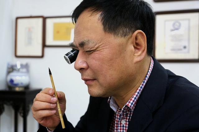 福建微书奇人创世界纪录 字字细如发丝不到0.8毫米