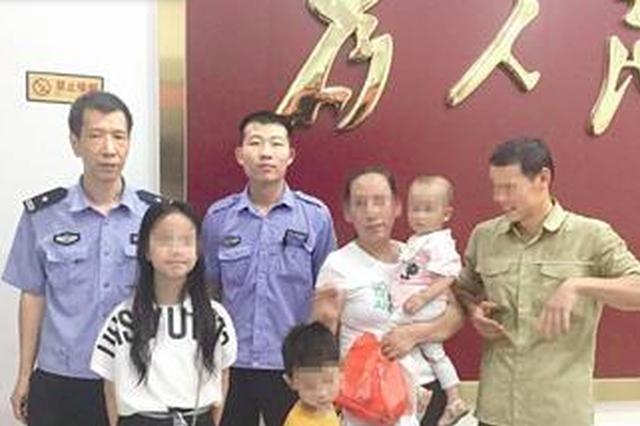 漳州:小男童迷路小姐姐带他找警察 男童终找到家人