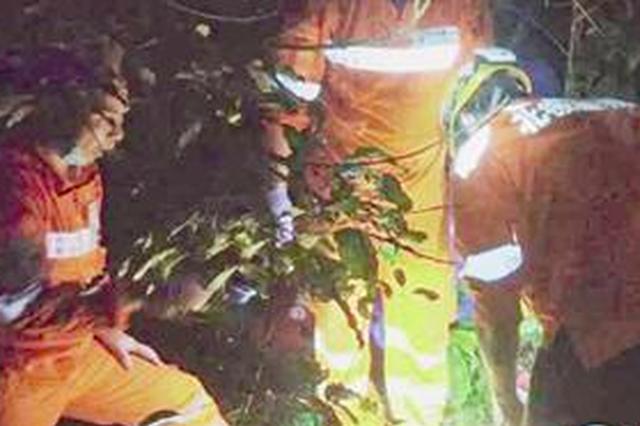 厦门一男子登山时失联 40小时后尸体被抬出深山