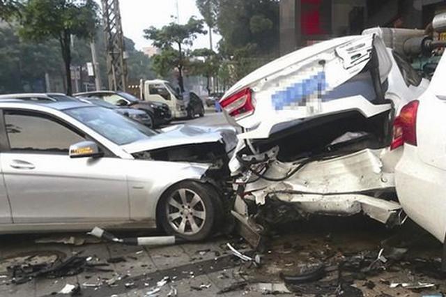 漳州一男子醉驾连撞3车 肇事司机抢救无效死亡