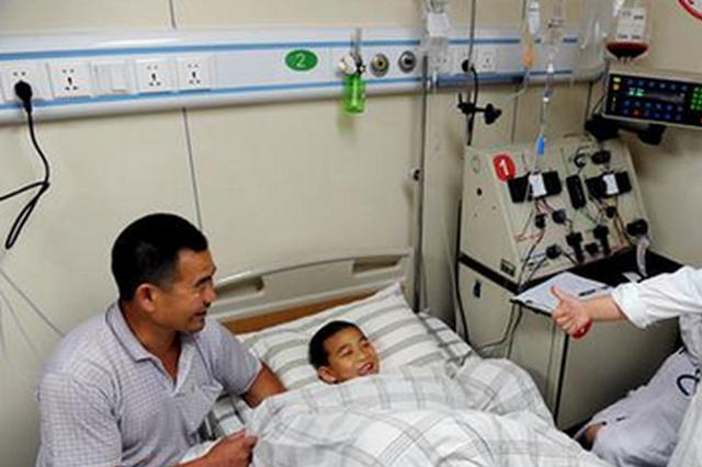 福州8岁弟弟为姐姐捐造血干细胞 瘦小身躯有成人担当