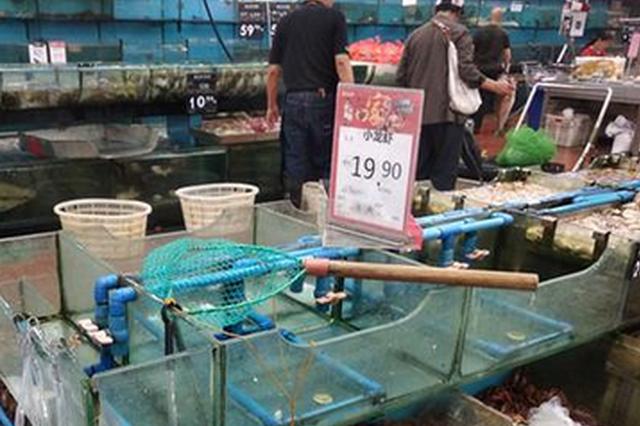 """福州小龙虾批发价""""跳水"""" 餐馆小龙虾却没降价"""