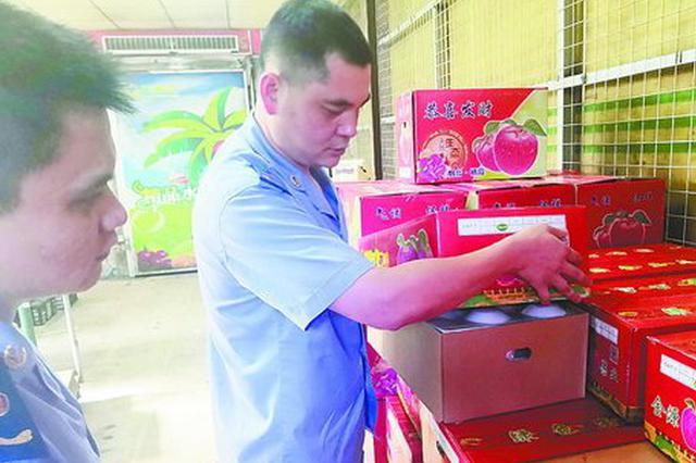 """一箱芒果包装纸8.2斤 业内曝有水果商就是""""卖纸"""""""