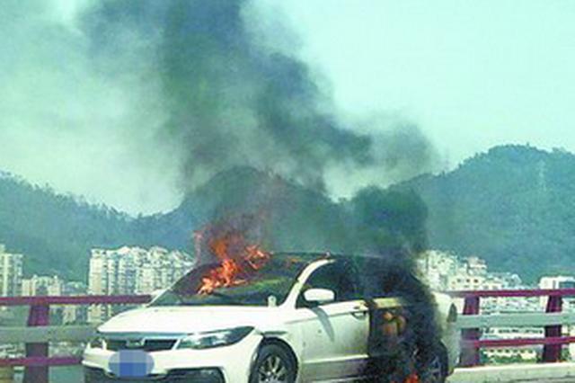 厦门海沧大桥一小车起火驾驶员跳桥 不幸溺水身亡