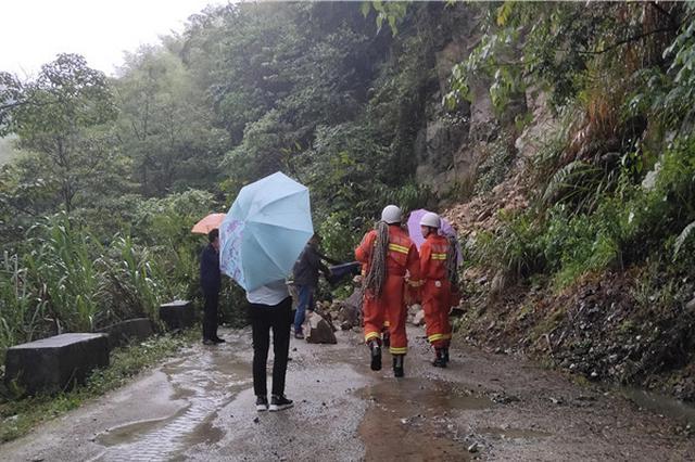 龙岩:山体塌方75名游客被困 18名消防员紧急营救