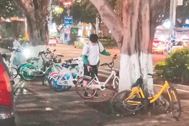 泉州初三男生夜夜帮忙扶正共享单车 不忍其东倒西歪