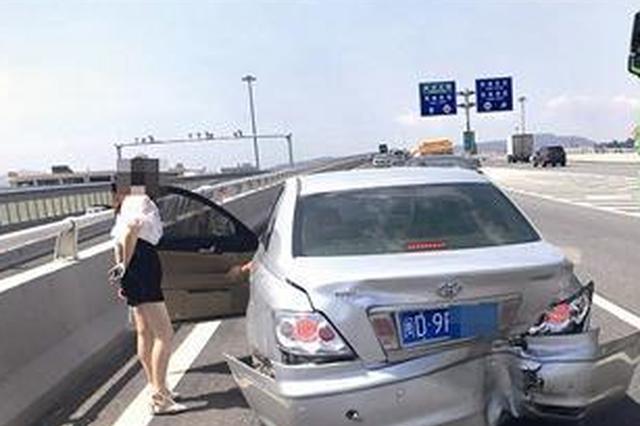 厦门:被追尾后前车司机撒腿跑了 无证驾驶顶包露馅