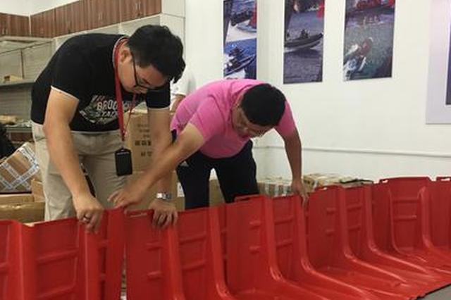福州推广新型活动式防洪板 每人1分钟装10米长挡板墙