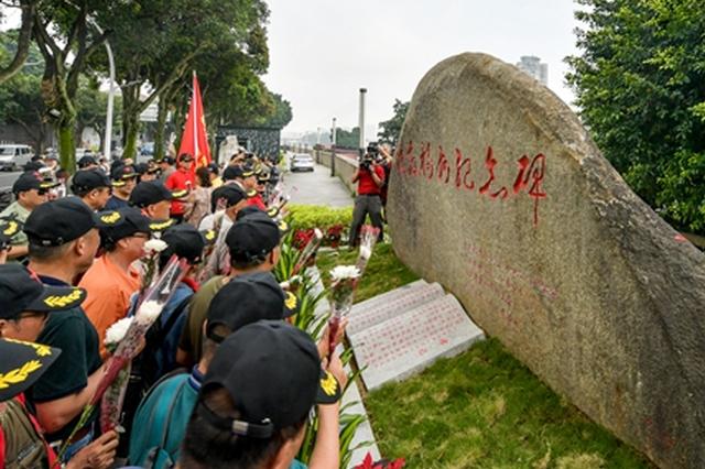 解放福州纪念碑落成 位于解放大桥南桥头仓前公园