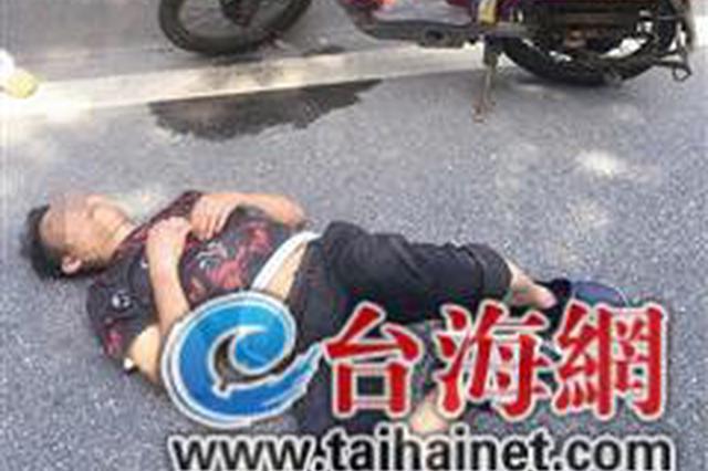 厦门一男子醉躺路上还怪他人多管闲事