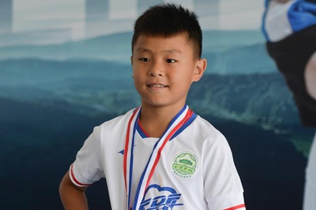 福州9岁足球小子被恒大足校录取 教练:天才型球员