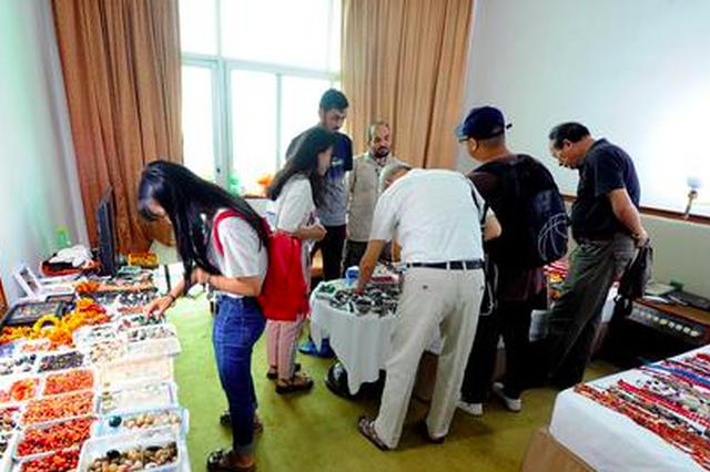 """福州首届古玩艺术品""""房交会""""举行 汇聚上万件展品"""