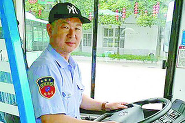 厦门公交一女乘客昏厥  司机开飞车与数十名乘客救人