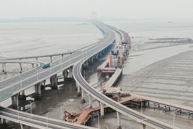 福厦高铁泉州湾跨海大桥海上栈桥贯通 全长约21公里