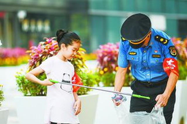 """创新志愿""""走街""""形式 厦门城管引领文明共管新风尚"""