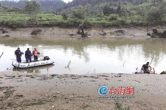 父亲钓鱼落水儿子跳河相救 不幸双双溺亡