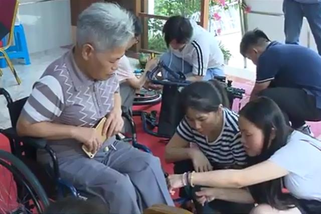 """湖里金安社區開展""""長照·助行""""輪椅捐贈活動"""