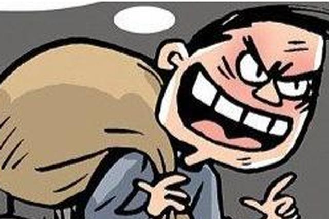 福州一男子餐厅行窃被发现 竟然持刀威胁店员