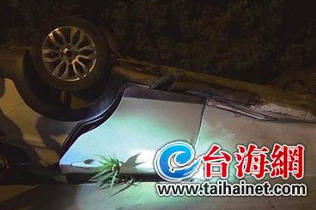 """漳州一司机酒驾翻车进水渠 获救后""""谎称""""车内有人"""